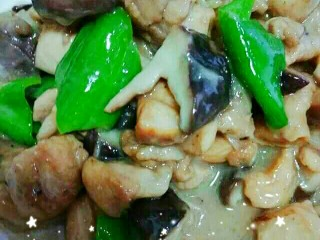鸡腿肉炒香菇~很鲜哦!,大火收汁,出锅!