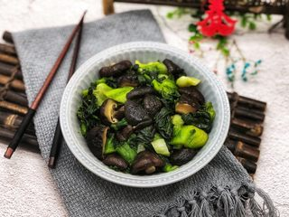香菇炒青菜,成品图。
