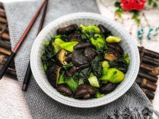 香菇炒青菜,这道香菇青菜用料简单但是味道美味,特别受欢迎。