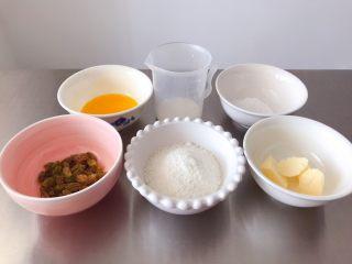 猪猪椰蓉小面包,面团发酵过程中,我们来开始做椰蓉内馅。