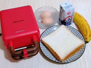 快手早餐~香蕉酸奶三明治,准备食材。