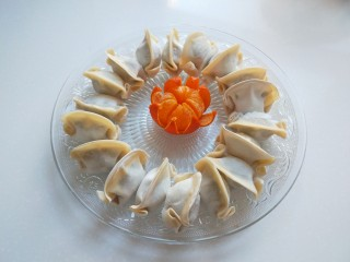 蛋包饺子  新文美食,冷冻饺子十八个?