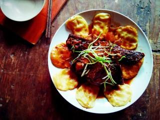 #年年有鱼#     川香炖腊鱼贴饼
