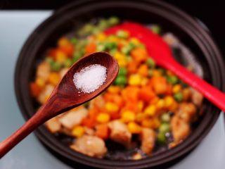 清新养眼的翠竹报春,这个时候加入适量的盐和鸡精调味。