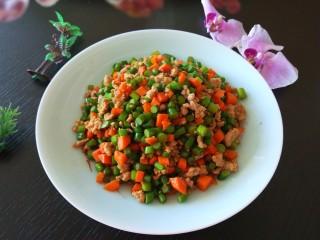 胡萝卜蒜苔炒肉末,成品图