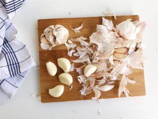 茶食之豆豉蒸排骨,大蒜去皮留整粒备用