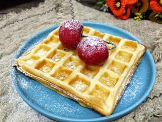 华夫饼,配上水果,撒上糖粉,美美的下午茶就是可以开动啦