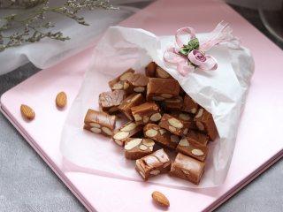 杏仁太妃糖(冰糖版),香喷喷的太妃糖就完成了。