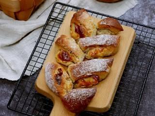 芝士培根软欧面包,成品,好好享用吧。