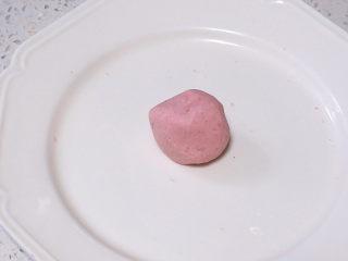 元宵节~萌萌哒卡通【小猪汤圆】 ,剩余的糯米团取出一小块,加入少量红曲粉或者红色素,揉成粉红色的糯米团