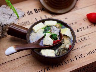 海蛎子豆腐汤,吃上一碗太幸福了,即美容养颜又净化淤血。