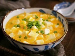 蟹黄豆腐,汤都好喝的蟹黄豆腐做好啦!
