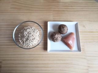香菇鸡肉燕麦粥,将鸡胸肉和香菇洗净。