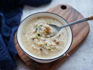 香菇鸡肉燕麦粥,节后清肠或当减肥早餐都是很不错的哦!