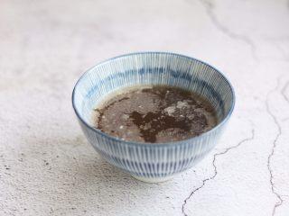 官烧目鱼条(天津菜),在肉清汤里加入姜汁,绍兴花雕酒,醋,盐,白糖,搅拌均匀备用。