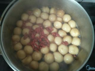 红糖汤丸,加入枸杞子