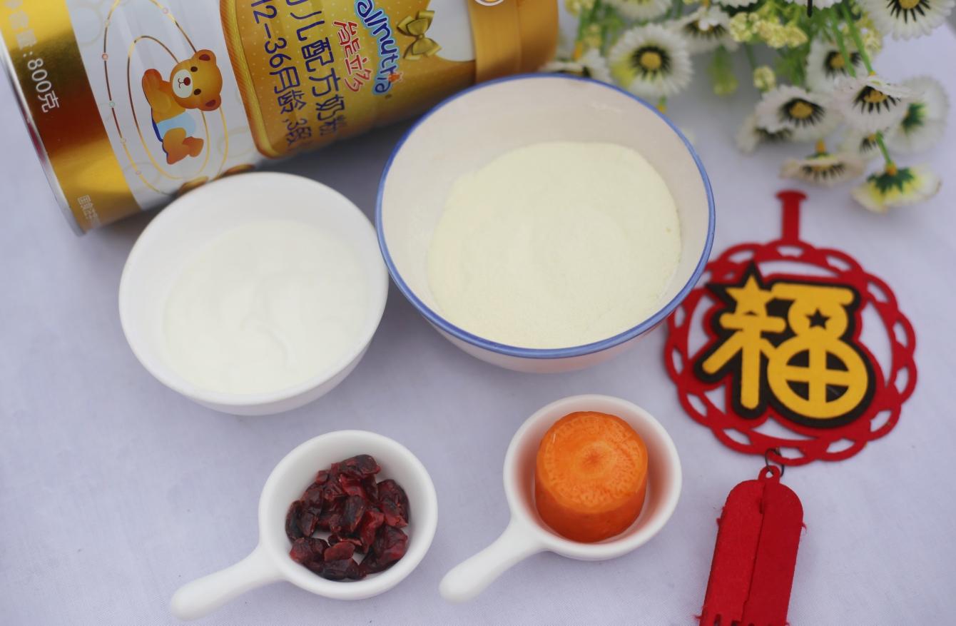 蔓越莓夹心奶糖,准备材料:①澳优能立多G4奶粉80g?②?蔓越莓15g?③浓稠酸奶20g?④胡萝卜1截。</p> <p>