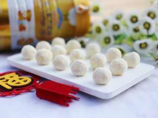 <a href=http://www.7349666.com/shicai/guopin/15776.html target=_blank><u>蔓越莓</u></a>夹心奶糖,纯天然无添加奶糖就做好啦~