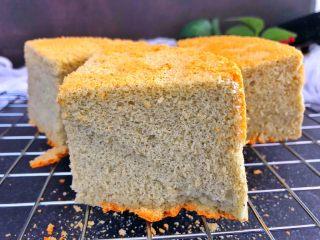 芝麻糊戚风蛋糕,完美的蛋糕就出炉啦,松软好吃