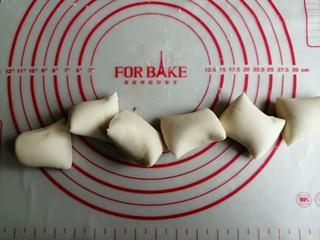 红糖三角包,面团揉匀,分六等份