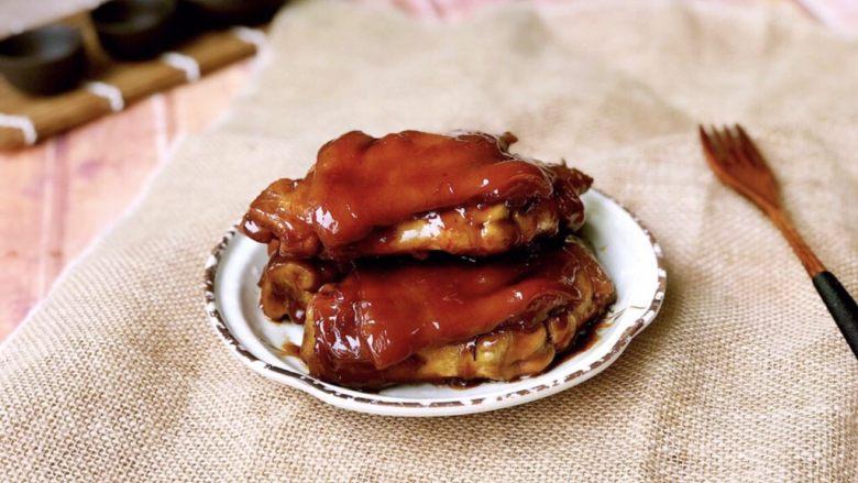 #猪蹄#红焖猪蹄,出锅装盘,淋入剩余的汤汁。