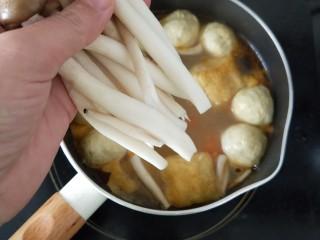 香辣咖喱火锅,放蟹味菇