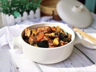 #猪肋排#五谷丰登排骨煲,收汁到稍留小半碗的汤汁即可关火,翻拌均匀盛出。