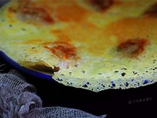 冰花煎饺,冰花煎饺吧,萌妹子们叫蕾丝饺子,其实还是煎饺,不过吃个情调,精致的冰花也许会让速食更加浪漫。