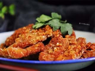 干炸五花肉,味道鲜美、口感柔韧、色泽金红
