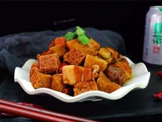 五花肉炖冻豆腐,香、辣、咸、鲜!肥而不腻,欲罢不能。