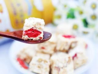 超好吃的人气草莓雪花酥,颜值超高!