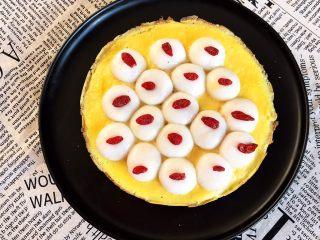 换个姿势吃汤圆  蛋抱汤圆,蛋抱汤圆簇拥在一起,香甜软糯,蛋香十足,好吃又好看~
