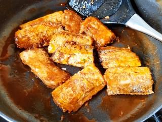 茄汁带鱼(罐头),均匀裹满茄汁即可