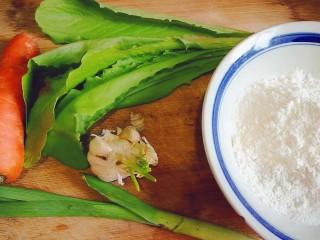 翡翠凉皮(不用洗面的凉皮),准备好面粉,青菜,胡萝卜,蒜,蒜苗