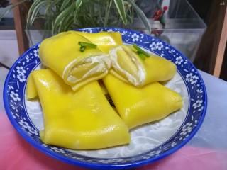 第一次制作传说中的芒果班戟,颜值很高味道也一级棒,超级好看,也超级好吃。 咬上一口,香香的,甜甜的,糯糯的,口感一级棒。