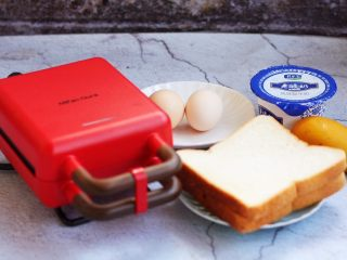 芒果酸奶三明治,准备好食材。