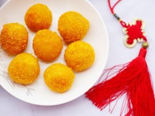 口感超赞的黄金红薯球,颜色超漂亮。