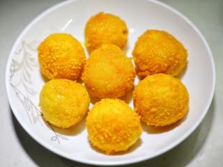 口感超赞的黄金红薯球,捞出控油即可。
