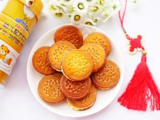 软糯香甜的红薯夹心饼,装盘。