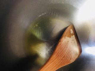 红烧带鱼,锅留底油