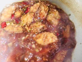红烧带鱼,中小火煮至入味