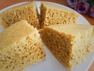 健康美味之蒸荞糕,用刀切成几块