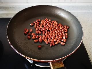 菠菜拌花生,炒花生米,记得要小火、小火、小火