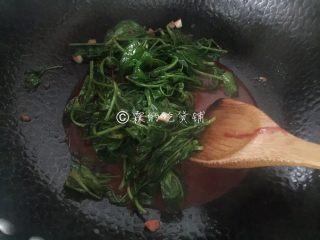 南乳豌豆苗,翻炒均匀就可以出锅了。