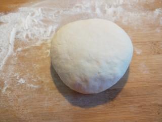 蛋液灌饺  新文美食,醒好的面团可以在放案板揉一揉。