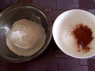 雨花石汤圆,白面团和可可面团用料分别放入两个碗中,倒入开水和凉水