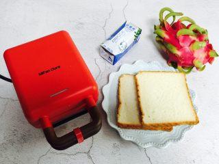 爆浆火龙果酸奶吐司,食材合影(鸡蛋忘记入镜😄)