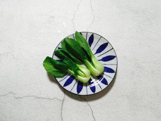 温州鮸鱼丸面,小白菜清洗干净备用