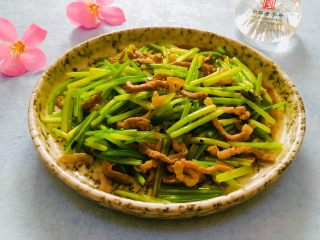 芹菜炒肉丝,成品图
