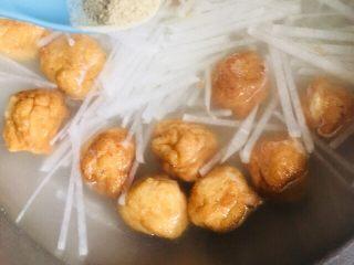 萝卜丝鱼丸汤,和胡椒粉